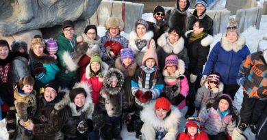 About 30 people gathered in Iqaluit two weeks ago to shoot a pro-seal hunting #sealfie to protest a $1.5 million donation from funds raised by Ellen DeGeneres's Oscar selfie to the Humane Society of the United States, an organization that fights seal hunting. (Emily Ridlington/CBC)