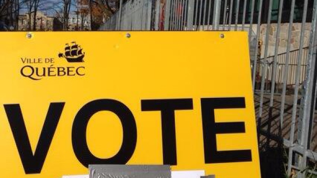 A sign in Quebec City pointing voters to the nearest polling station. (Catou MacKinnon/CBC)