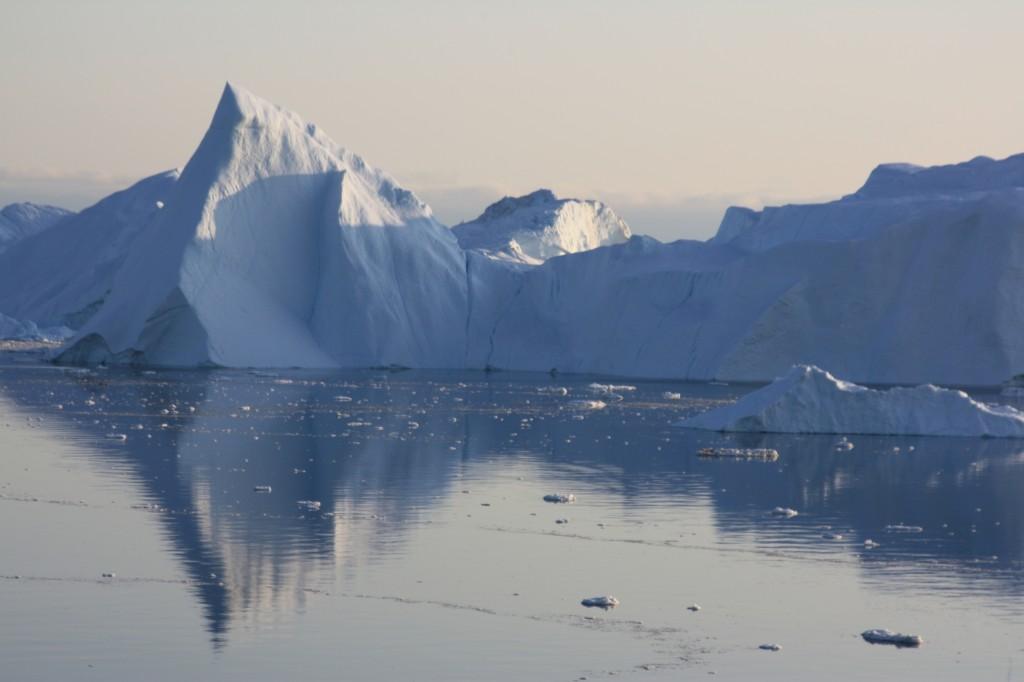 Icebergs from a Greenland glacier melt on.. (I.Quaile)