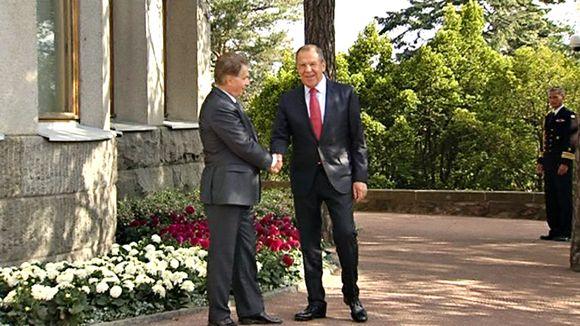 President Niinistö meets Russian foreign minister Sergei Lavrov at the presidential summer residence Kultaranta. (Yle)