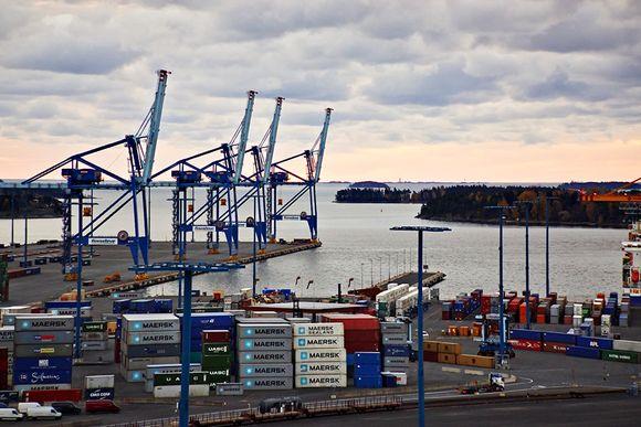 Finnish dockers are on strike on Wednesday. (Jyrki Lyytikkä / Yle)