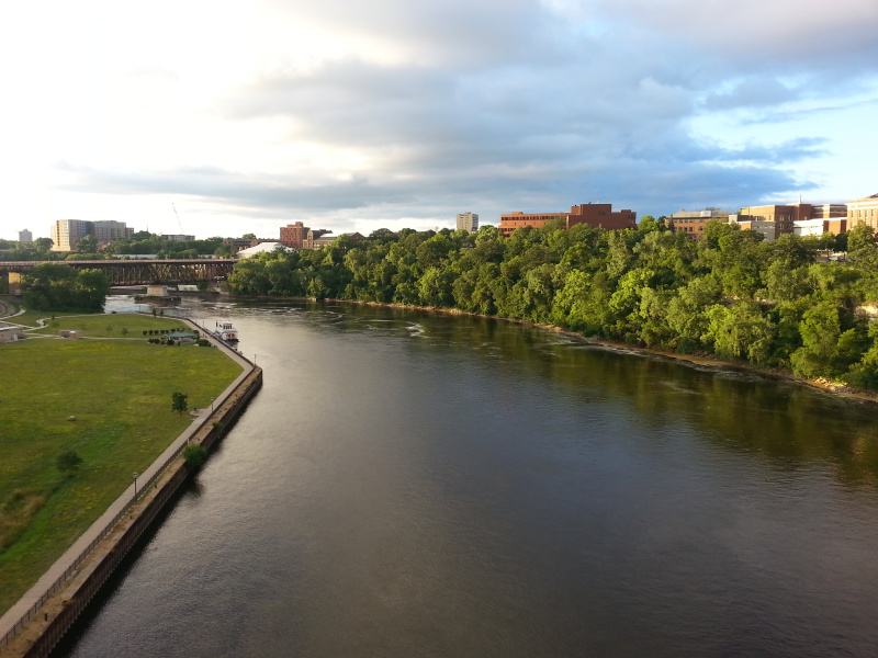The view of the Mississippi River from the University of Minnesota's campus. ( Mia Bennett )