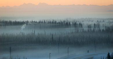Dirty fog envelopes Fairbanks in the winter. alaskanent / flickr