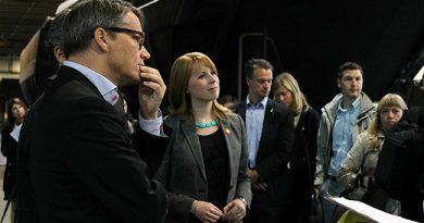 Göran Hägglund (Christian Democrats) and Annie Lööf (Centre Party) listen to the mining company LKAB Wednesday. Photo: Alexander Linder/SR
