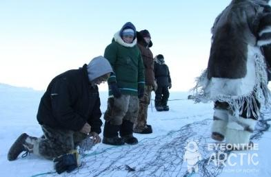 Inuit setting up seal nets on Baffin Island in Canada's eastern Arctic territory of Nunavut. (Levon Sevunts / Radio Canada International)
