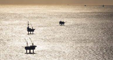 Cook Inlet offshore oil. Photo: Loren Holmes. Alaska Dispatch.