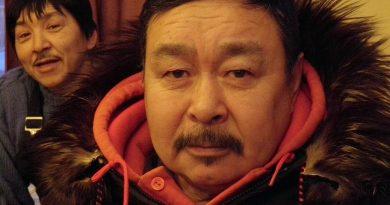 Qikiqtarjuaq hunters Pauloosie Kayootuk (right) and Jaypootie Aliqatuqtuq (left). Photo by Eilís Quinn.