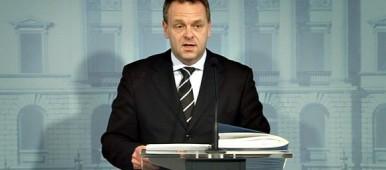 Minister Jan Vapaavuori at his 15 September press conference. (Yle)