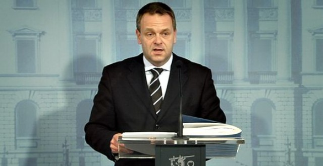 Minister Jan Vapaavuori at his 15 September press conference. (Yle)