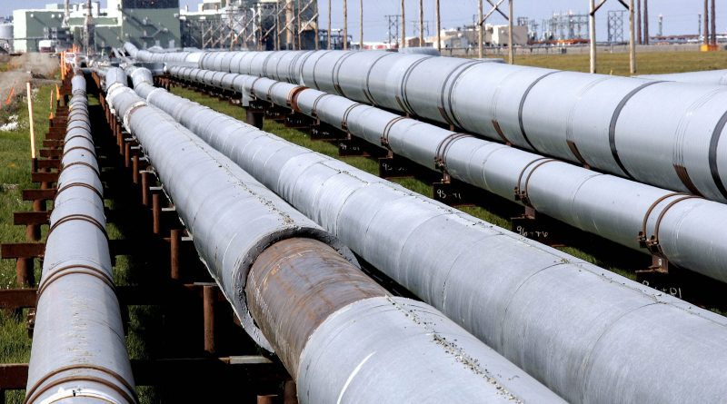 Oil transit and other pipelines in Arctic Alaska.(Al Grillo / AP)
