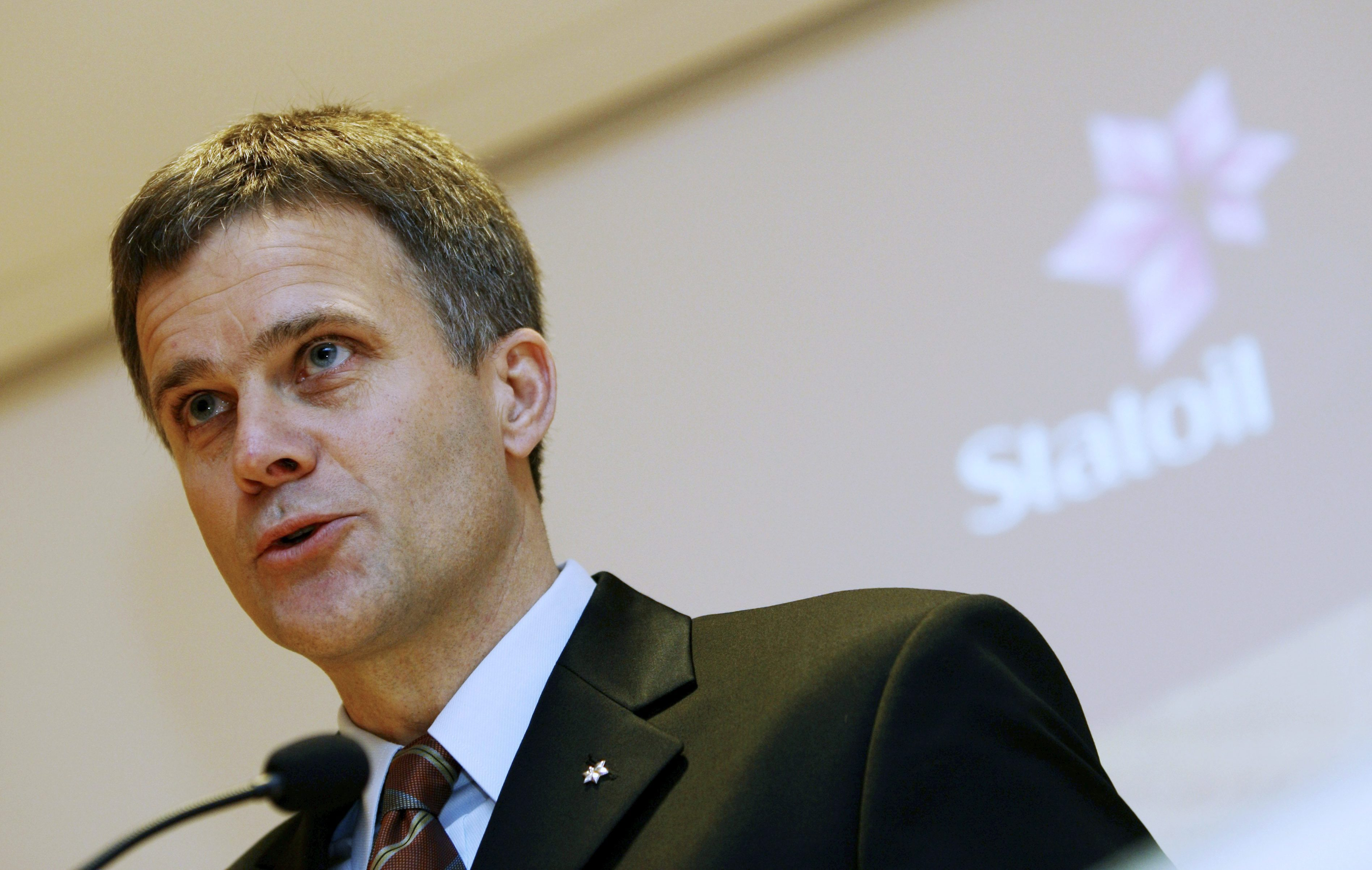 CEO of state-controlled Statoil, Helge Lund, speaks at a news conference in Oslo, Norway in 2009. (Lise Aserud/Scanpix/AP)