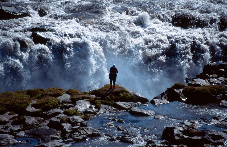 If Hálslon Reservoir overflows, it can generate a waterfall more powerful than Dettifoss.  (iStock)