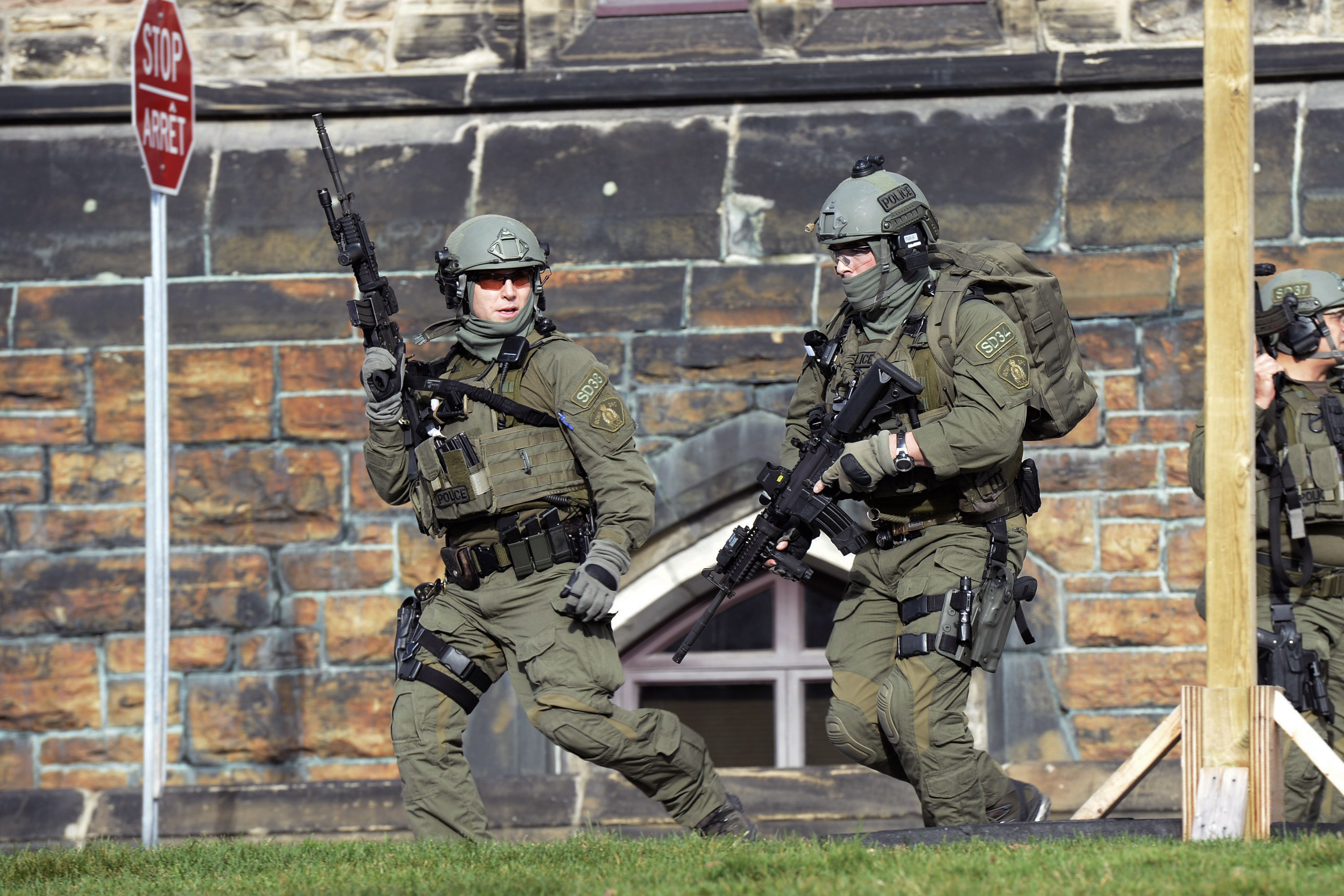 A Royal Canadian Mounted Police intervention team responds to a reported shooting at Parliament building in Ottawa, Wednesday, Oct. 22, 2014. (Adrian Wyld / The Canadian Press / AP)