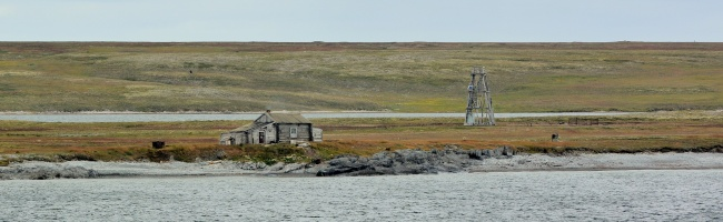 This old hunting cabin on the Vaygach island in the Russian Arctic could be subject to protection. (Thomas Nilsen/Barents Observer)