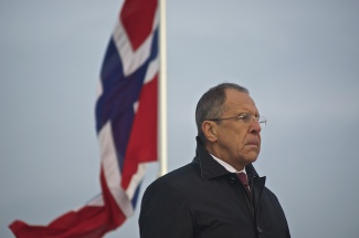Sergey Lavrov, Foreign Minister of Russia, stands at the base of a statue commemorating the Soviet soldiers who liberated Kirkenes in 1944. Valentina Sovkina is fighting to have a monument erected in Murmansk to the Sami reindeer brigade, but is coming up against governmental opposition. (Emma Jarratt/Barents Observer)