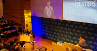 Greenland's former prime minister Aleqa Hammond addresses attendees at Arctic Frontiers, January 2014. (Mia Bennett)