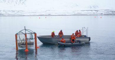 "Scientists set up a ""mesocosm"" to measure ocean acidification Spitzbergen 2010. (Irene Quaile)"
