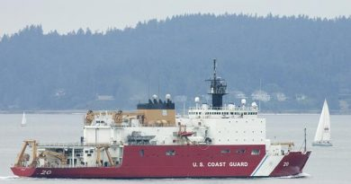 The U.S. Coast Guard icebreaker Healy in 2007. (Ted S. Warren/AP)