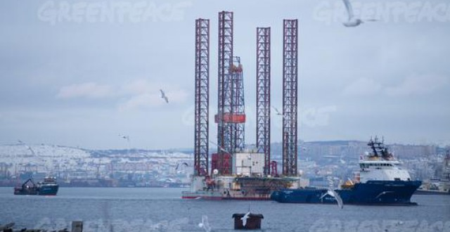 The GSP Saturn drilling rig arrives in the port of Murmansk after an accident occurred November 7 during the towing of the rig from its exploratory drilling location in the Pechora Sea in Arctic Russia. (Gleb Paikachev/Greenpeace)