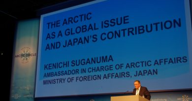 Former Greenlandic Premier Kuupik Kleist introduces the delegation from Japan, and worlds collide.(Mia Bennett)