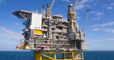 Offshore oil platform. (iStock)