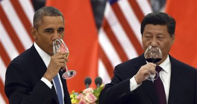 U.S. President Barack Obama, left, and Chinese President Xi Jinping drink a toast on Nov. 12, 2014. The two leaders pledged to take ambitious action to limit greenhouse gases ahead of climate change negotiations next year. (Greg Baker/AP)