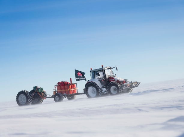 The tractor on day 8 of the mission. The seven-member team took 17 days to reach the South Pole. (Antarctica2)