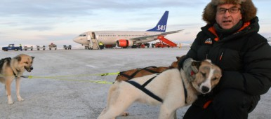 Kåre Tannvik offers airport express dogsledges to Kirkenes Snowhotel. (Thomas Nilsen/Barents Observer)