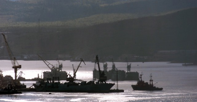 Russian fishing boat enters 23 August 2000 the northern port of Murmansk in Kol'skiy (Kola) peninsula on the Barents Sea. (Alexander Nemenov/AFP/Getty Images)
