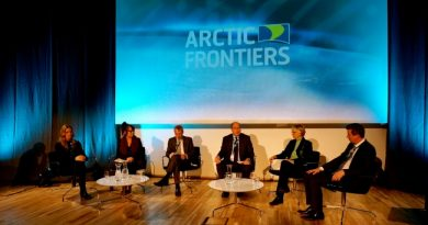 Investment risk or profitable industry? Arctic oil and gas drilling was topic at Sunday's opening debate in Tromsø at the Arctic Frontiers conference. (Thomas Nilsen/Barents Observer)