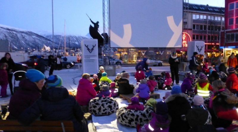Outdoor cinema, Arctic style. (Irene Quaile)