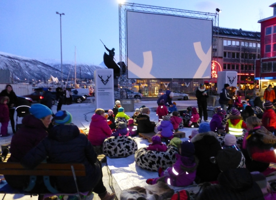 Outdoor cinema, Arctic style. (Irene Quaile)