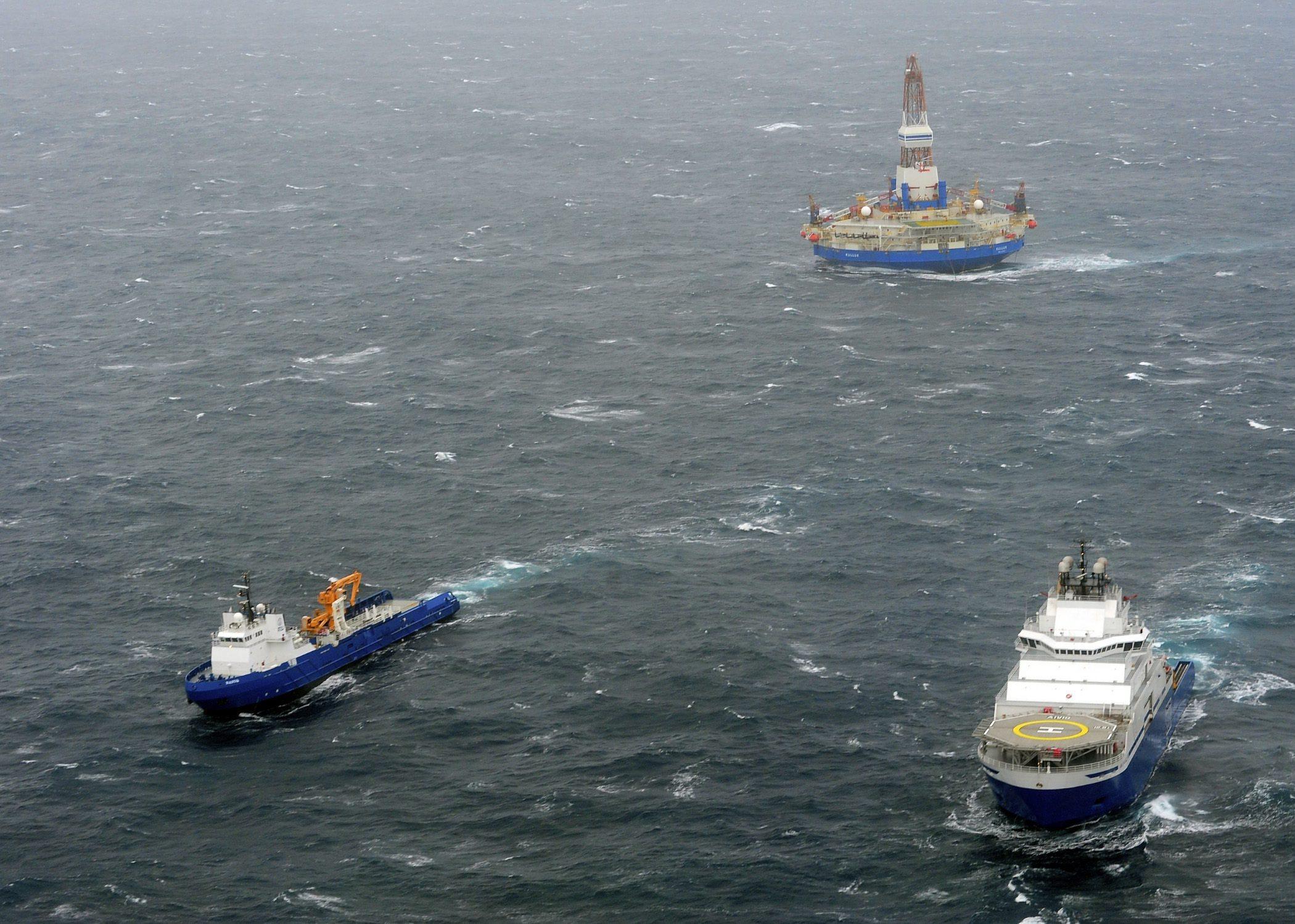 The tugs Aiviq and Nanuq tow the mobile drilling unit Kulluk  80 miles southwest of Kodiak City, Alaska on Dec. 29, 2012. (Petty Officer 1st Class Sara Francis / United States Coast Guard / AP)