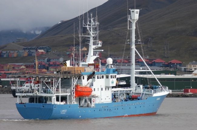 """""""Lance"""" is the former vessel used by the Governor of Svalbard. Here outside Longyearbyen. (Thomas Nilsen/Barents Observer)"""