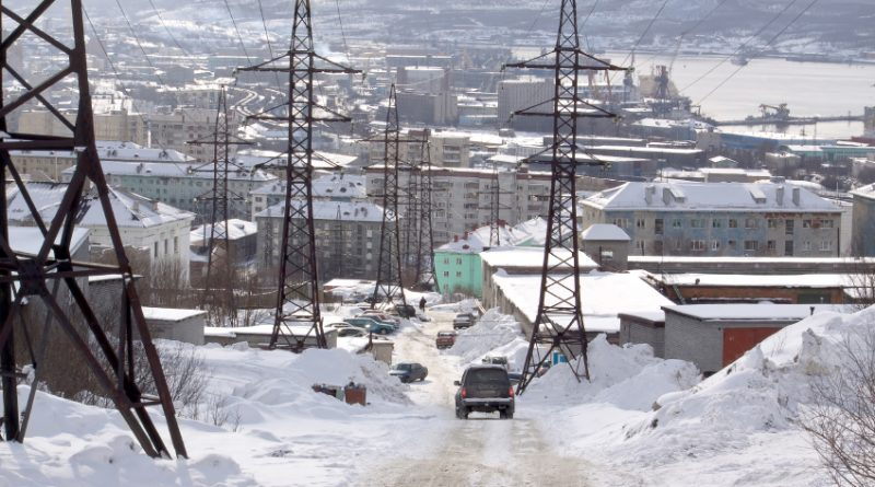 A road in the Arctic Russian port city of Murmansk. Traffic and cargo loads were town in 2014 along the Northern Sea Route. (iStock)