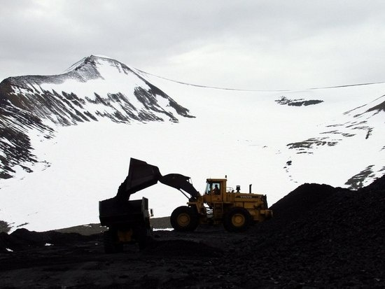 Svalbard coal mining might ultimately be replaced by other industries. (Thomas Nilsen/Barents Observer)