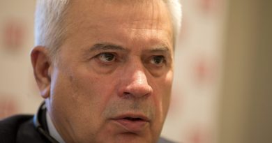 Vagit Alekperov ,CEO, of the Russian oil and gas company Lukoil speaking at a press conference in London in 2013. (Alastair Grant/AP)