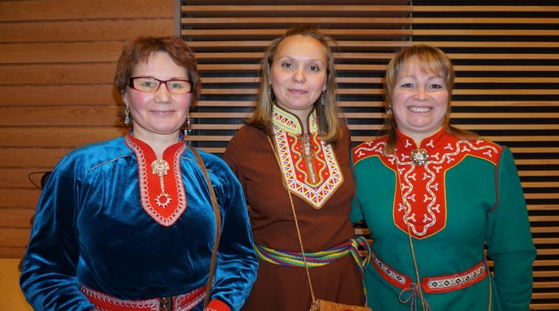Kola Sami Valentina Sovkina (left) together with Tatiana Egorova from the Barents Indigenous Peoples' Office in Murmansk (middle). (Thomas Nilsen/Barents Observer)