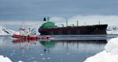 "The oil tanker ""Belokamenka"" in Arctic waters. (Thomas Nilsen/Barents Observer)"