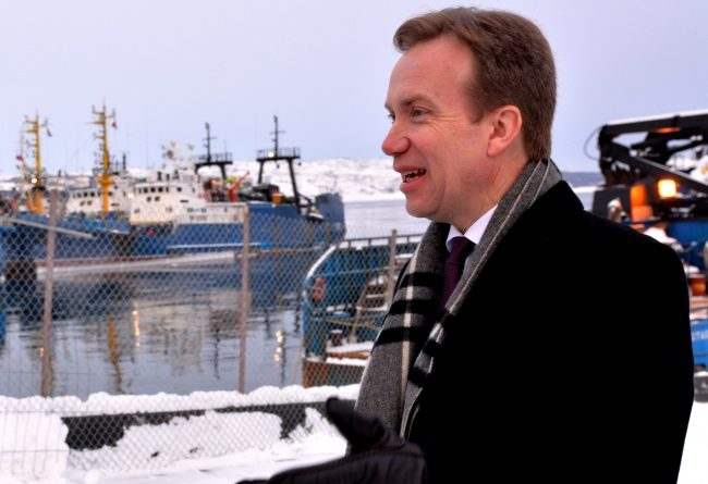 Foreign Minister Børge Brende at the port in Kirkenes, some few kilometers from Norway's border to Russia in the north. (Thomas Nilsen/Barents Observer)