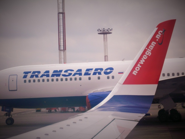 CEO of Norwegian Airshuttle, Bjørn Kjos, says the issue will be solved within 24 hours if Norway refuses Russian airliners, like Transaero, to overfly Norway's airspace. This photo from Moscow Domodedovo airport. (Thomas Nilsen/Barents Observer)