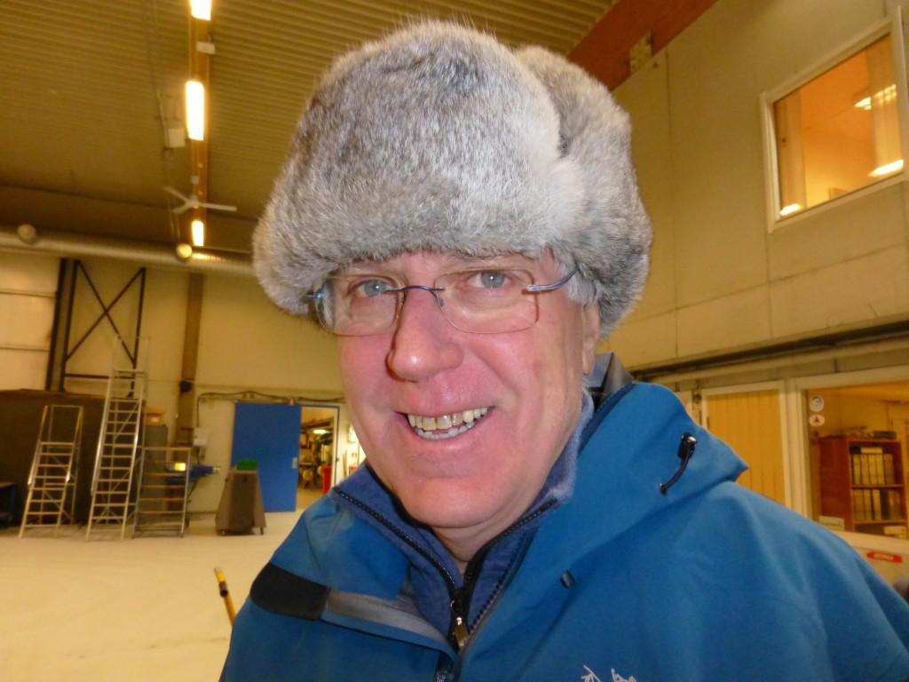 Stig Falk-Petersen in the hangar at Longyearbjen airport. (Irene Quaile/Deutsche Welle)