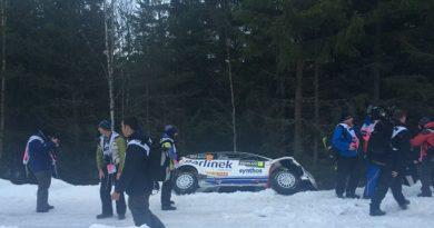 A car leaves the track during Thursday morning's shakedown. (Sara Johansson/Sveriges Radio)