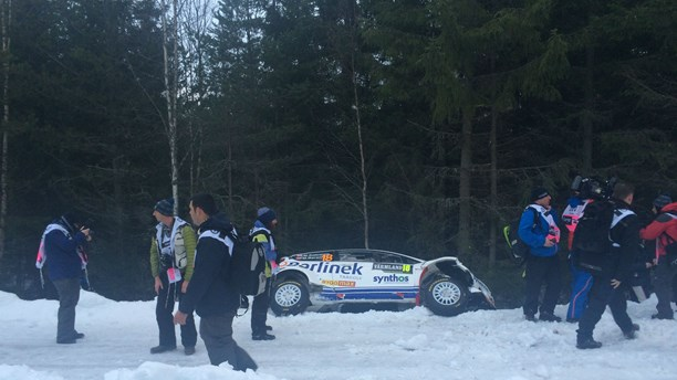 A car leaves the track during Thursday morning's shakedown. (Sara Johansson/Sveriges Radio)