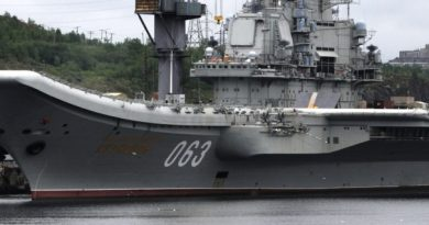"Russia's only aircraft carrier ""Admiral Kuznetsov"" at port in Murmansk. (Thomas Nilsen/Barents Observer)"