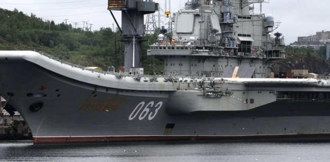 """Russia's only aircraft carrier """"Admiral Kuznetsov"""" at port in Murmansk. (Thomas Nilsen/Barents Observer)"""