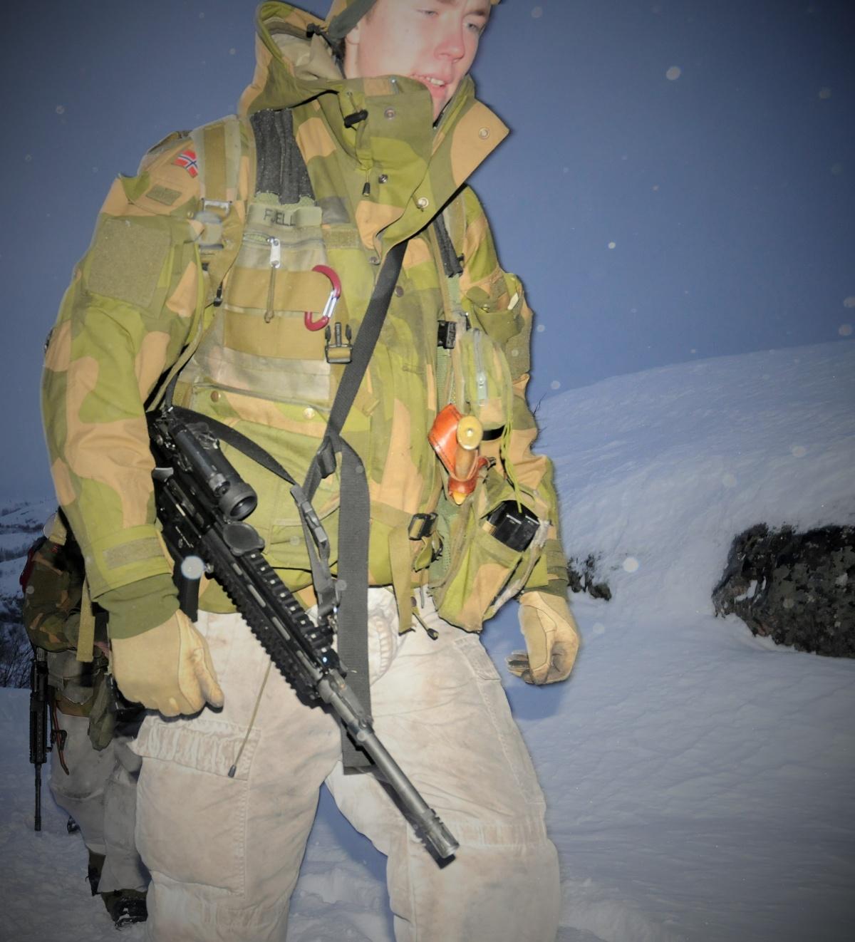 Norwegian soldier in winter uniform. (Thomas Nilsen/Barents Observer)