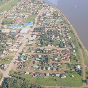 Fort Simpson, a village of about 1,200 people, has houses, infrastructure and roads very close to the Mackenzie River. (CBC)