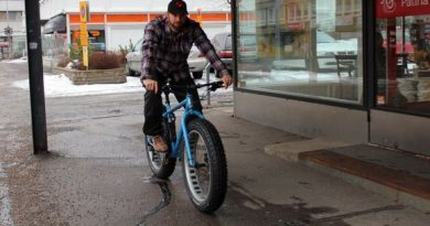 Fatbike tires have a maximum width of 4.8 inches, or 12 centimetres. (Arvo Vuorela / Yle)