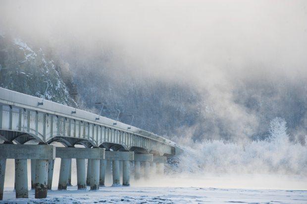 Fog drifts over open water on the Knik River near the Glenn Highway bridge on Wednesday, Jan. 28, 2015. (Marc Lester / ADN)